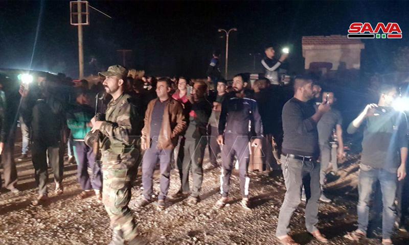 عناصر من قوات الأسد في أثناء انتشارهم بمدينة الدرباسية في ريف الحسكة - (سانا)