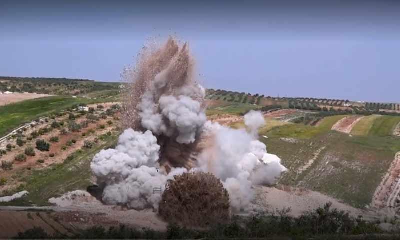 """قصف مستشفى """"نبض الحياة"""" في بلدة حاس بريف إدلب الجنوبي - 5 أيار 2019 (أورينت)"""