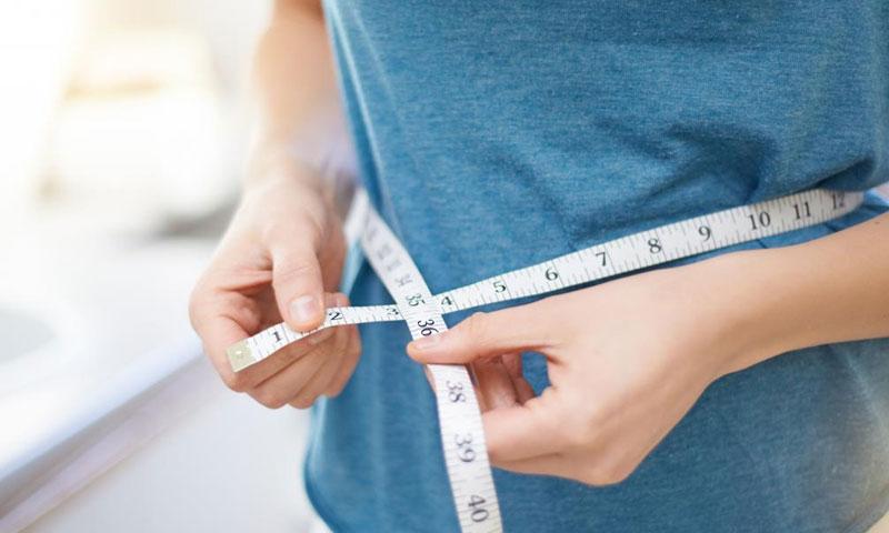 صورة تغبيرية عن انقاص الوزن (موقع medical news today)