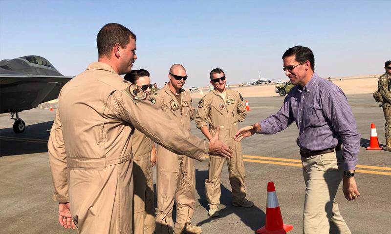 وزير الدفاع الأمريكي مارك إسبر في قاعدة عسكرية أمريكية في السعودية - 22 من تشرين الأول 2019 (ap)