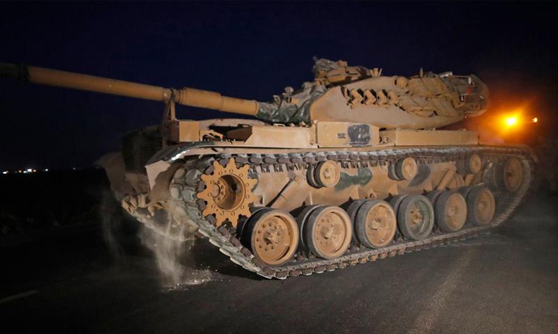 دبابة تركية على الحدود السورية تتجهز لهجوم بري في إطار عملية نبع السلام - 9 من تشرين الأول 2019 (وسائل إعلام تركية)