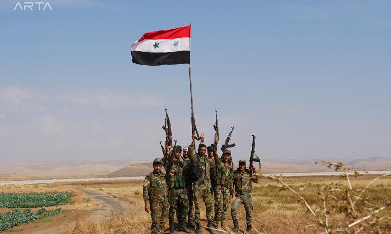 عناصر من قوات النظام السوري في أثناء انتشارهم بمدينة عامودا - 28 من تشرين الأول 2019 (آرتا إف إم)