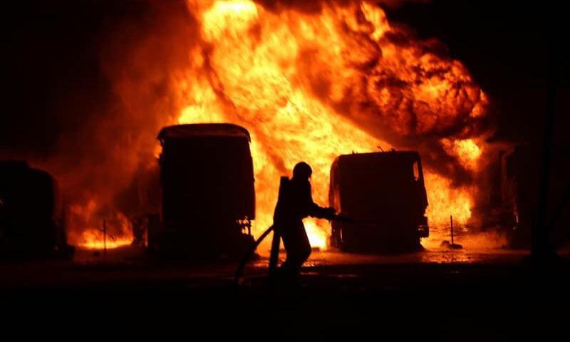 حرائق في سوق محروقات مدينة سرمدا شمالي محافظة إدلب (الدفاع المدني)