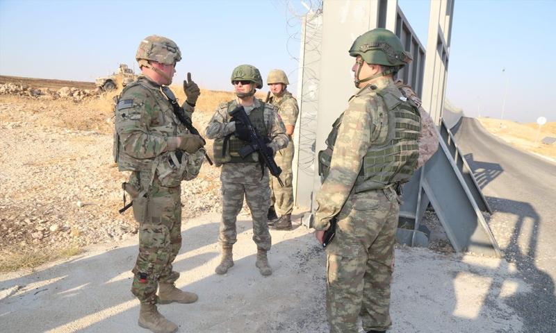 عسكريون أتراك وأمريكيون في أثناء تسيير الدورية البرية الثالثة شرق الفرات - 4 من تشرين الأول 2019 (وزارة الدفاع التركية)