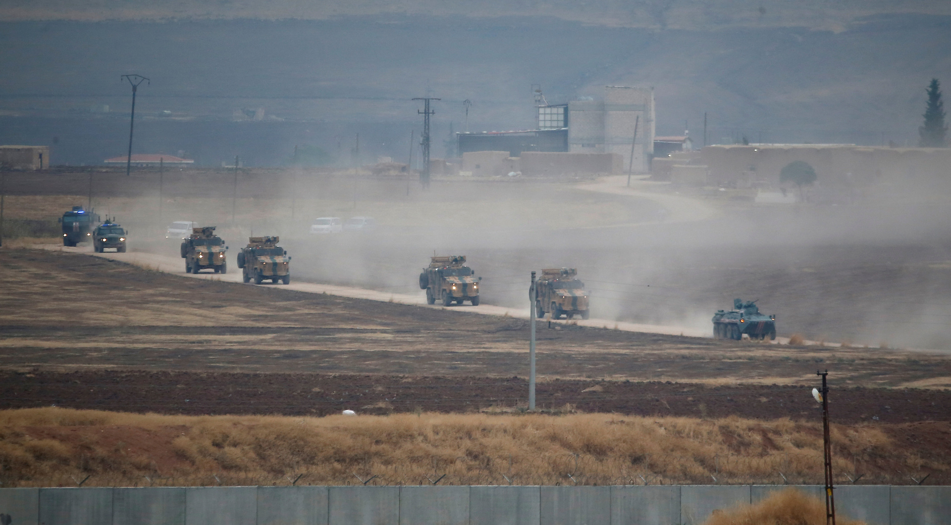 دوريات روسية تركية في محافظة الحسكة على الحدود مع تركيا - 1 من تشرين الثاني 2019 (رويترز)