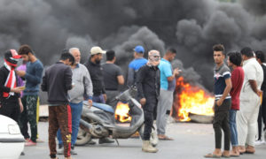متظاهرون عراقيون يقطعون الطرقات في البصرة -17 تشرين الثاني 2019- (واع)
