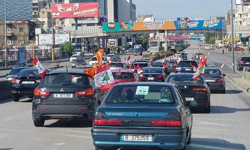 مؤيدو التيار الوطني وهم يتجهون إلى قصر بعبدا -3 تشرين الثاني- (الوكالة الوطنية للإعلام اللبنانية)