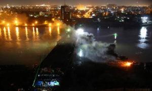 دخان المواجهة بين قوات الأمن والمتظاهرين، حلى أحد جسور بغداد - تشرين الثاني- (رويترز)