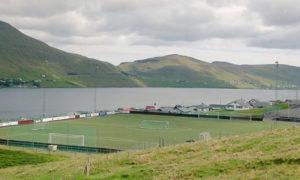 ملعب تحت ميروهالا في جزرفارو بالقرب من اسكتلندا