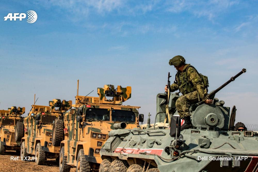 دوريات روسية تركية في محافظة الحسكة على الحدود مع تركيا - 1 من تشرين الثاني 2019 (AFP)