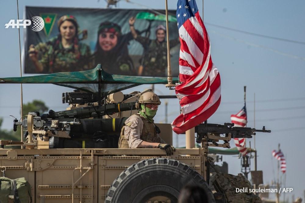 مقاتل أمريكي على عربة نوع همر في مدينة القامشلي - 1 تشرين الثاني 2019 (AFP)