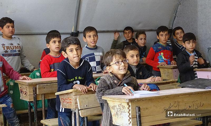 خيم مدرسية لتعليم الأطفال  في المرحلة الابتدائية شمالي حلب - 6 من تشرين الثاني 2019 (عنب بلدي)