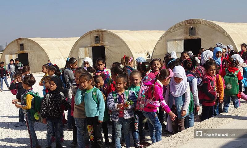 خيام مدرسية لتعليم الأطفال  في المرحلة الابتدائية شمالي حلب - 6 من تشرين الثاني 2019 (عنب بلدي)