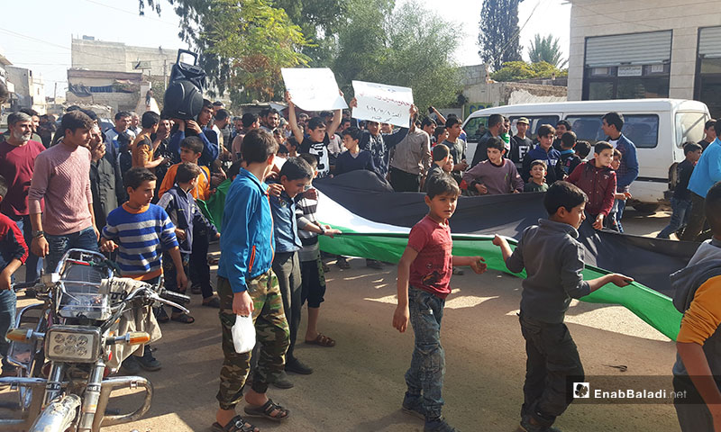 مظاهرة في بلدة كللي بريف إدلب تؤكد استمرار الثورة السورية - 8 من تشرين الثاني 2019 (عنب بلدي)