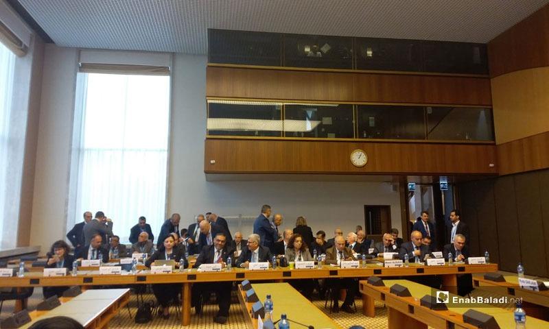 """اجتماعات """"اللجنة الدستورية"""" السورية في جنيف، 2019، (عنب بلدي)"""