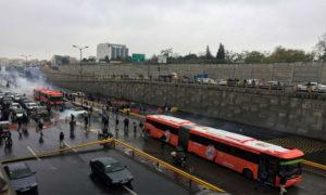 الناس يحتجون على ارتفاع سعر الغاز ، على طريق سريع في طهران ، إيران 16 نوفمبر 2019، طومسون رويترز، نازانين طباطبائي / وانا (وكالة أنباء غرب آسيا).