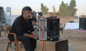 المخرج مانو خليل أثناء تصوير الفيلم تشرين الثاني 2019 (شركة 2020 للإنتاج الفني)
