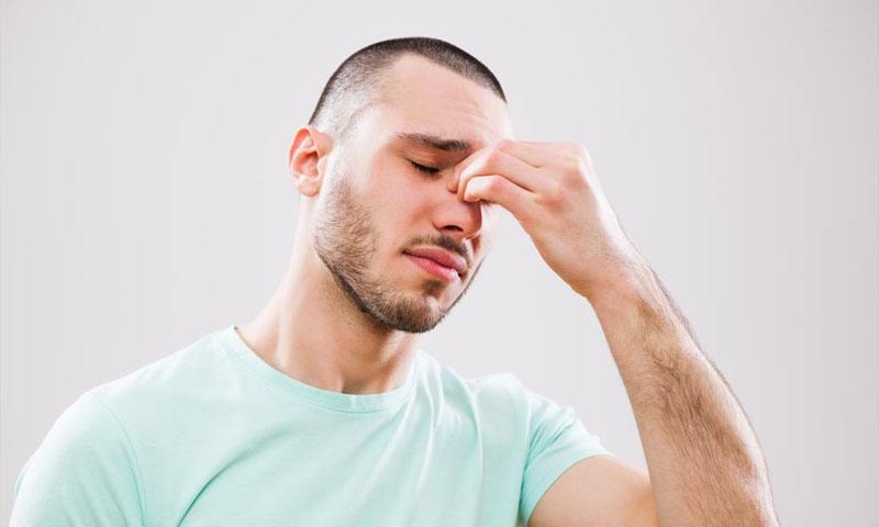 صورة تعبيرية لمريض مصاب بالتهاب الجيوب الأنفية (MEDICAL NEWS TODAY)
