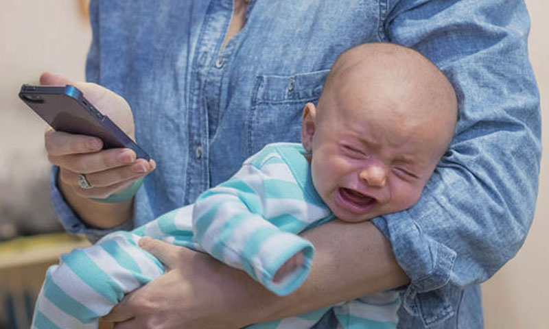 صورة تعبيرية عن إهمال الأهل لأطفالهم (GETTY IMAGE)
