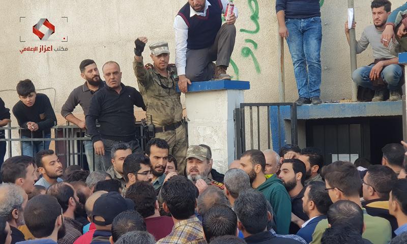 مواطنون يحتجون بسبب رفع أسعار الكهرباء في اعزاز بريف حلب (مكتب اعزاز الاعلامي)