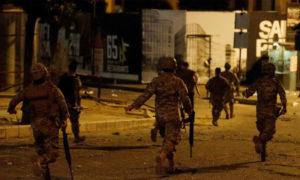 انتشار الجيش اللبناني للسيطرة على الاشتباك وسط بيروت -25 تشرين الثاني 2019- (رويترز)