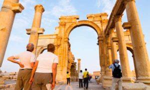 سياح في تدمر - أيار 2009 (AFP)