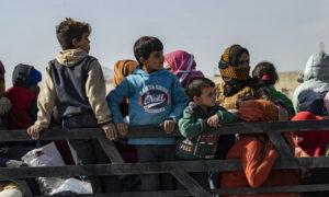 عائلات نازحة من مدينة راس العين على الحدود السورية التركية - تشرين الأول 2019 (UNICEF)