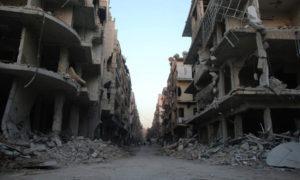 آثار الدمار في مدينة حرستا نتيجة قصف قوات الأسد على المنطقة-16 شباط 2018 (مركز الغوطة الإعلامي)