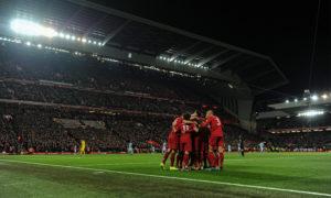 لاعبو نادي ليفربول يحتفلون بهدف في شباك مانشستر سيتي (ليفربول تويتر)