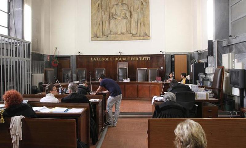 فتاة تعود إلى والدتها في المحكمة الإيطالية بعد اختطافها لمدة عامين (ansa)