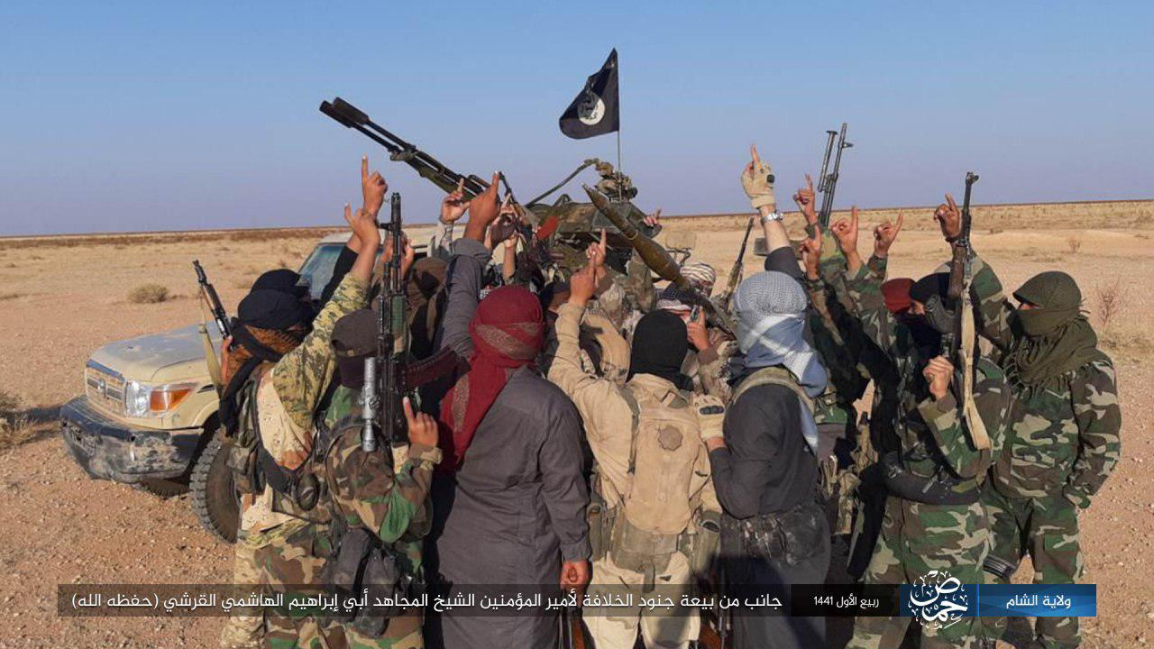 بيعة مقاتلي تنظيم الدولة الاسلامية للزعيم الجديد ابو ابراهيم الهاشمي في بادية حمص وسط سوريا - 8 تشرين الثاني 2019 (أعماق)