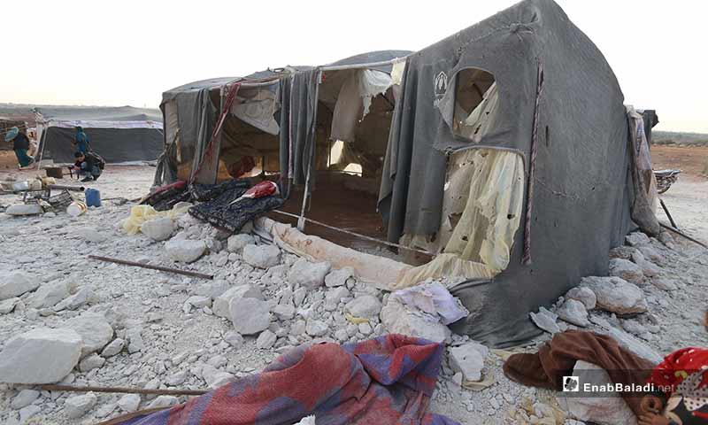 استهدف الطيران الروسي لمخيم نازحين  قرب بلدة النيرب جنوب شرق ادلب 89 تشرين الثاني 2019 (عنب بلدي)
