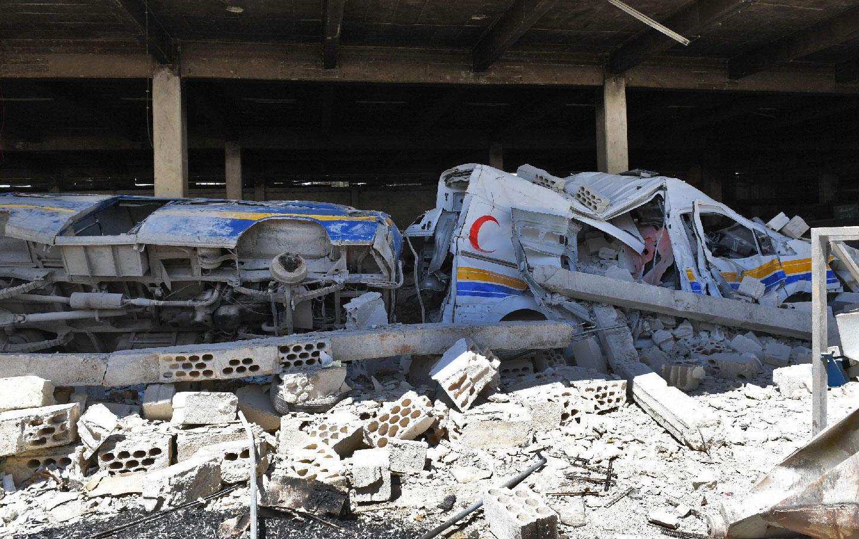 دمار سيارتي إسعاف للدفاع المدني جراء القصف على إدلب - أيار 2019 (AFP)