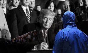 الرئيس الأمريكي دونالد ترامب يوقع قانون تصريح الدفاع الوطني الذي يشمل قانون قيصر - 20 كانون الأول 2019 (رويترز - تعديل عنب بلدي)