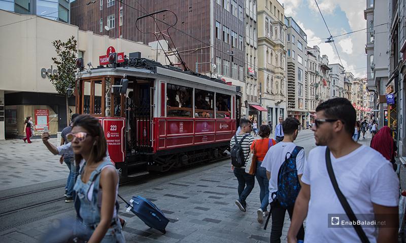 شارع الاستقلال في منطقة تقسيم في مدينة اسطنبول في تركيا - تموز 2018 (عنب بلدي)
