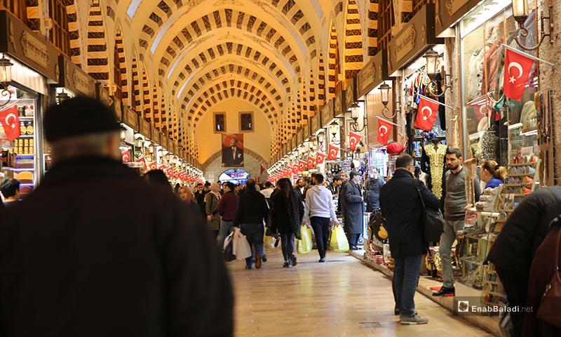 السوق المصري في منطقة أمينونو في مدينة اسطنبول في تركيا - تشرين الأول 2018 (عنب بلدي)