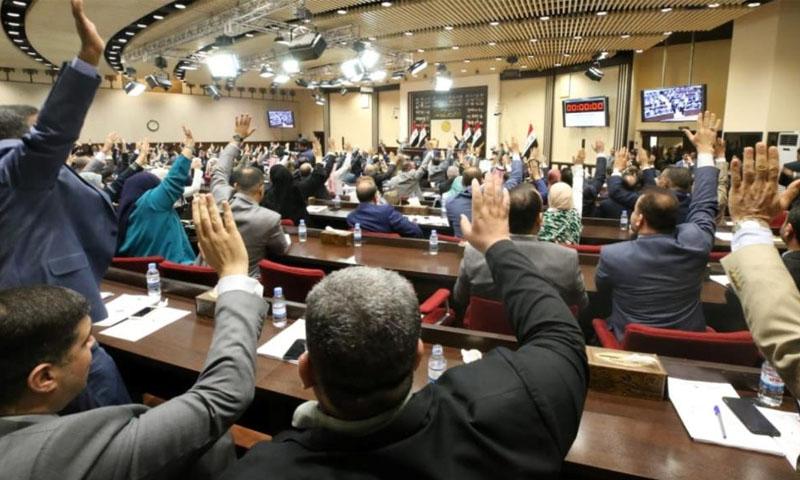البرلمان العراقي خلال تمرير قانون انتخابات جديد بنظام الترشح الفردي استجابة لمطلب رئيسي للمتظاهرين -24 كانون الأول 2029 (رويترز)