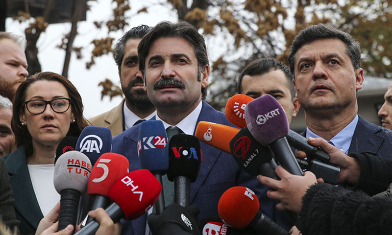 مؤسسو حزب المستقبل خلال تصريح صحفي أمام مقر وزارة الداخلية في أنقرة (posta)