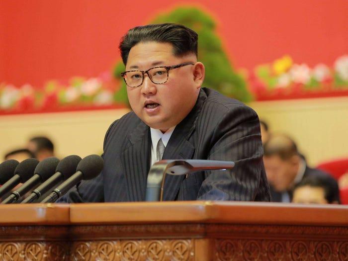 زعيم كوريا الشمالية، كم جونغ أون يتحدث خلال مؤتمر حزب العمال في بيونغ يانغ، 7 من أيار 2016. (رويترز)