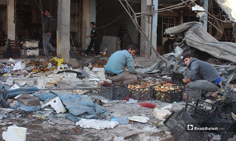 آثار قصف سوق الهال في معرة النعمان بريف إدلب - 2 من كانون الأول 2019 (عنب بلدي)