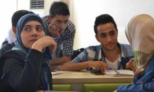 طلاب سوريون يدرسون خياراتهم الجامعية (Flickr)