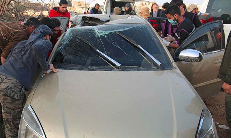 سيارة أبو الخير المصري التي استهدفتها غارة جوية دون طيار في ريف إدلب - 25 شباط 2017 (صفحة بوابة إدلب في فيس بوك)