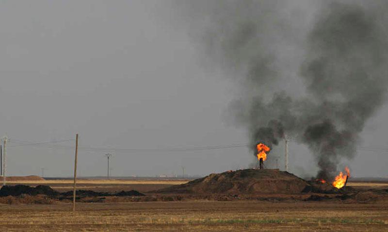 تصاعد الدخان في حقل الرميلان في سوريا -11 تشرين الثاني 2013- (رويترز)