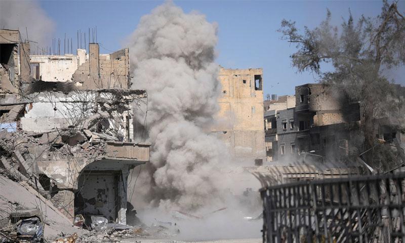 تصاعد الدخان نتيجة انفجار لغم أرضي (رويترز)