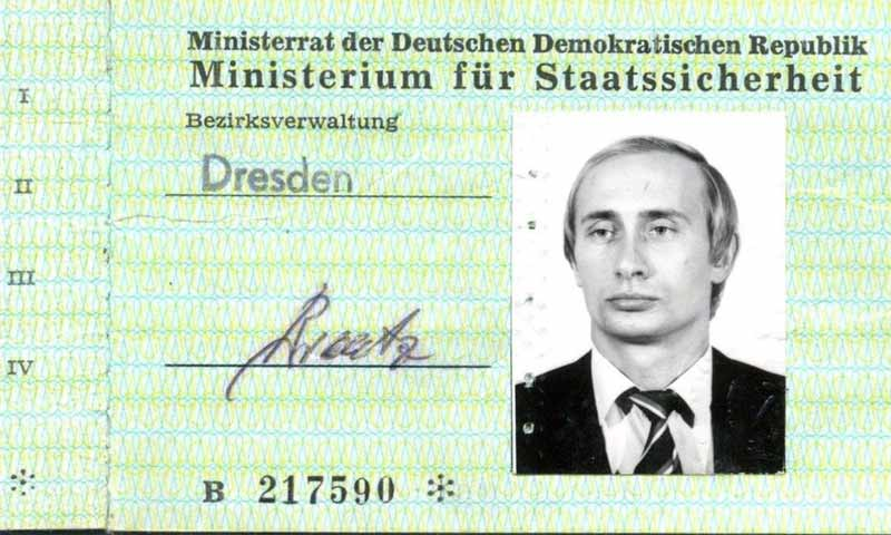 هوية عميل الاستخبارات الروسي فلاديمير بوتين في دريسدن في ألمانيا - 1985 (STASI-UNTERLAGEN-ARCHIV DRESDEN)