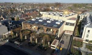 """صورة توضح أول مسجد صديق للبيئة في أوروبا """"مسجد كامبريدج""""، (الأناضول)"""