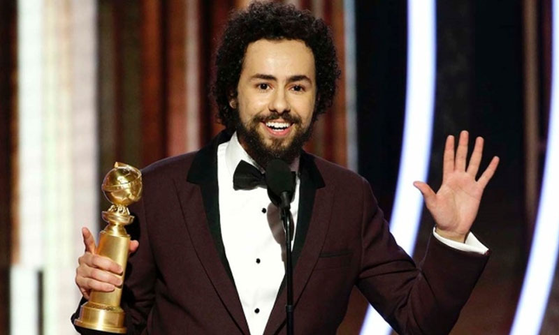 """رامي يوسف وهو يتسلم جائزة """"الغولدن غلوب"""""""