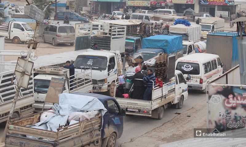 نزوح الأهالي من مناطق جبل الزاوية وأريحا إلى مناطق آمنة نسبيًا في الشمال السوري، 29 من كانون الثاني 2020 (عنب بلدي)