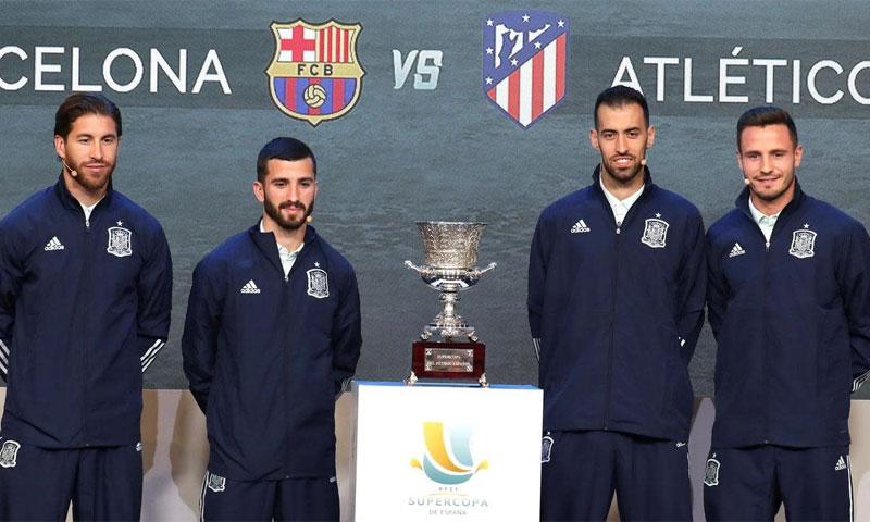 لاعبون من الفرق المشاركة في كأس السوبر الإسباني في السعودية (AAP)