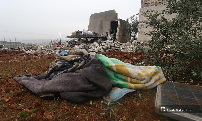 آثار قصف منزل في بلدة كفرتعال بريف حلب الغربي - 20 من كانون الثاني 2020 (عنب بلدي)